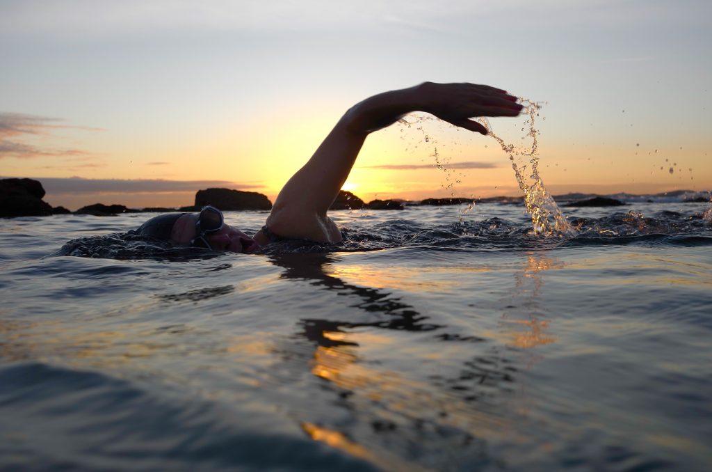 Hoe kan aquatische activiteit de ontwikkeling van kinderen helpen?